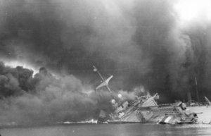 Bundesarchiv_Bild_101I-027-1451-20,_Toulon,_französisches_Kriegsschiff.jpg