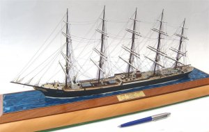 Preussen at anchor.JPG