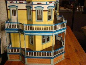 Queen Anne Dollhouse 028a.JPG