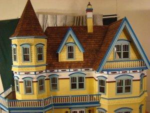 Queen Anne Dollhouse 031a.JPG