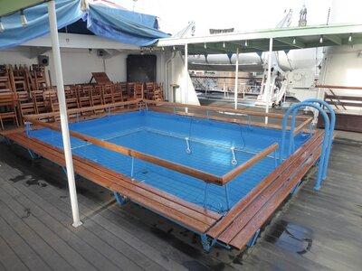 800-Swimmingpool.jpg