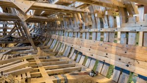 Inside_the_ship_«Poltava»,_June_2015_01.jpg