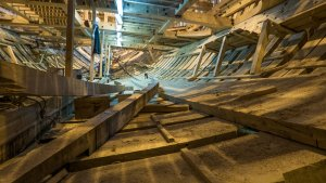 Inside_the_ship_«Poltava»,_June_2015_03.jpg
