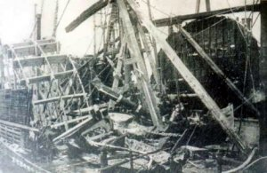 Wreckage_of_the_General_Slocum_(1904).jpg