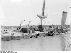 Bundesarchiv_Bild_105-DOA3013,_Deutsch-Ostafrika,_Kreuzer_Königsberg.jpg