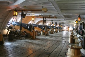 HMS Victory 32-Pounders on Lower Deck (5).JPG