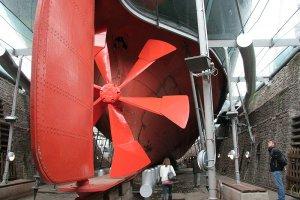 800px-Great_Britain_propeller_and_rudder_wideshot.jpg