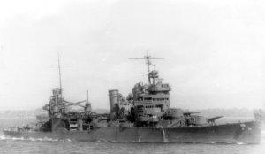 USS_Astoria_(CA-34)_off_Guadalcanal_1942.jpg
