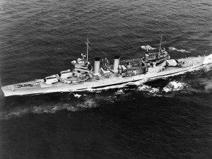 USS_Quincy_(CA-39)_underway_in_May_1940.jpg