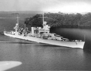 USS_Vincennes_(CA-44)_in_Panama_Canal_1938.jpg