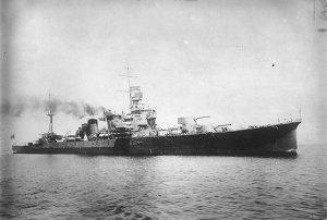 Japanese_cruiser_Furutaka_-_19260405.jpg
