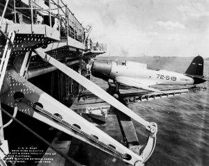 1024px-USS_Wasp_(CV-7)_deck_edge_elevator_with_SB2U_1940.jpg