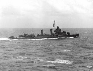 USS_Duncan_(DD-485)_underway_in_the_South_Pacific_on_7_October_1942_(NH_90495).jpg