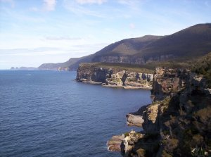 1280px-Coastal-cliffs_Tasman-peninsula.jpg