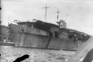 Bundesarchiv_Bild_134-B0676,_Flugzeugträger__Graf_Zeppelin_.jpg