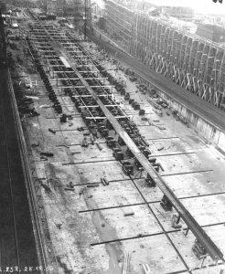 Bundesarchiv_RM_25_Bild-02,_Flugzeugträger__Graf_Zeppelin_,_Bau.jpg