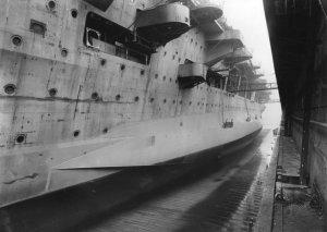 Bundesarchiv_RM_25_Bild-64,_Flugzeugträger__Graf_Zeppelin_,_Bau.jpg