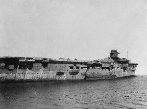 German_aircraft_carrier_Graf_Zeppelin_at_Swinemünde_on_5_April_1947.jpg