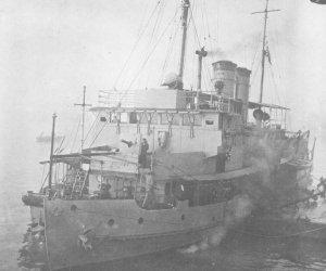 Japanese_gunboat_Tatara_1942.jpg