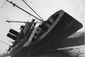 Catala_wrecked_on_Sparrowhawk_Reef_1927.jpg