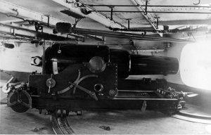 HMS_Iron_Duke_(1870)_9-inch_gun.jpg