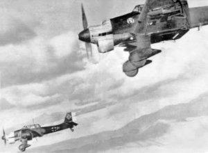 Junkers_Ju_87Bs_in_flight_c1941.jpg