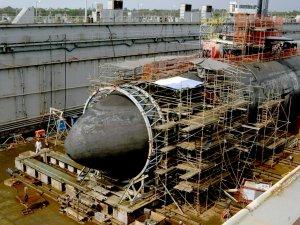 USS_San_Francisco_(SSN_711)_shown_in_dry_dock_during_repair.jpg