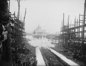 HMS_Cornwallis_launching_1901_Flickr_4313590700_84f85dd065_o.jpg