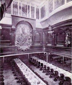 First_Class_Dining_Saloon_of_the_SS_Deutschland_(1900).jpg