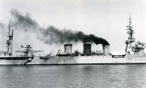 IJN_Kuma_in_1935_off_Tsingtao.jpg