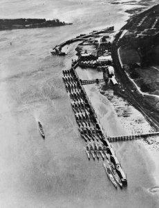HMS_Ferret_surrendered_Uboats.jpg