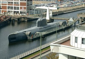 1280px-2004-Bremerhaven_U-Boot-Museum-Sicherlich_retouched.jpg