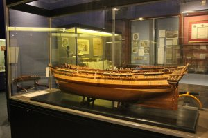 1280px-Model_of_HMS_Foudroyant_in_Monmouth_Museum.JPG