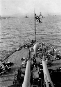 Aft_12-inch_guns_of_HMS_Russell_at_the_Quebec_Tercentenary_1908_LAC_3361853.jpg