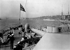 Looking_aft_on_HMS_Russell_at_the_Quebec_Tercentenary_1908_LAC_3361845.jpg