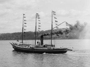 Peary's_steamer_Roosevelt,_Hudson-Fulton_Parade.jpg