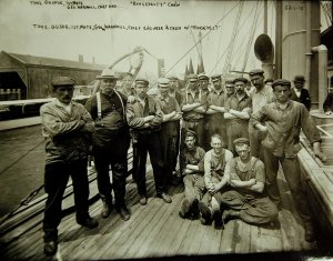 1024px-SS_Roosevelt_crew,_Captain_Robert_Peary's_North_Pole_Expedition,_1905-1906_(22231901506).jpg