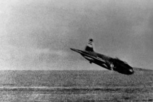 1280px-G4M_shot_down_near_USS_Lexington_(CV-2)_1942.jpeg