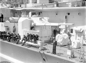 1280px-HMS_King_George_V_secondary_turret_SLV_Green.jpg