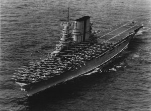1280px-USS_Saratoga_(CV-3)_landing_planes_on_6_June_1935_(80-G-651292).jpg
