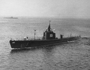 USS_Triton_(SS-201)_H99279.jpg