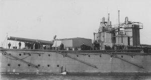 HMS_Vanguard_aft_guns_USNHC_NH_52619.jpg