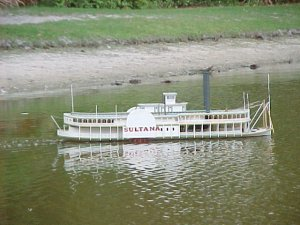Sultana Steamboat (Robert E  Lee) by Lindberg 1:163 scale
