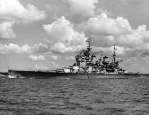 HMS_Howe_(32)_at_Auckland_1945.jpg