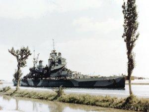 HMS_Howe_(32)_passing_Suez_Canal_1944.jpg