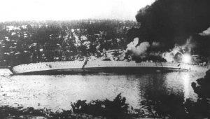 German_cruiser_Blücher_sinking.jpg