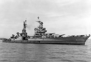 1280px-USS_Indianapolis_(CA-35)_off_the_Mare_Island_Naval_Shipyard_on_10_July_1945_(19-N-86911).jpg