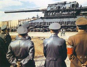 1024px-Hitler-gustav-railway-gun.jpg